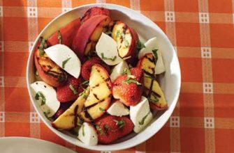 Фруктовый салат с мятой и Боккончини