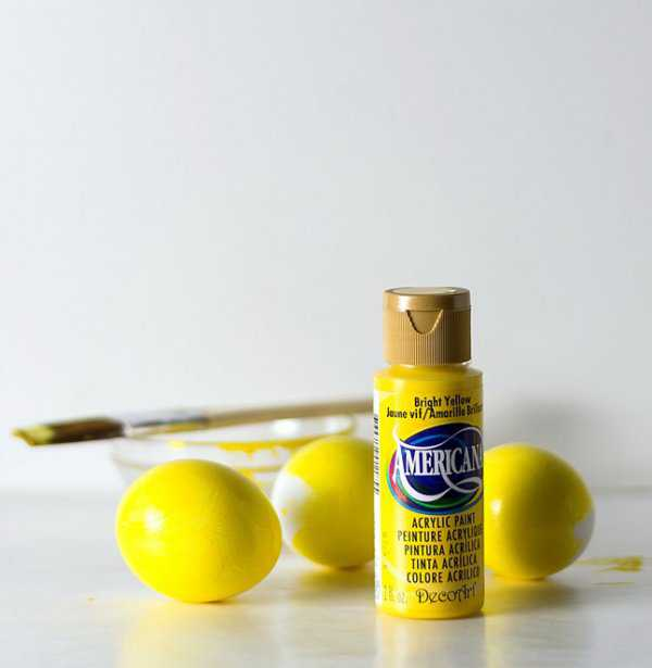 Жёлтая акриловая краска