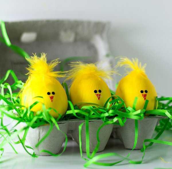 Жёлтые яйца на Пасху